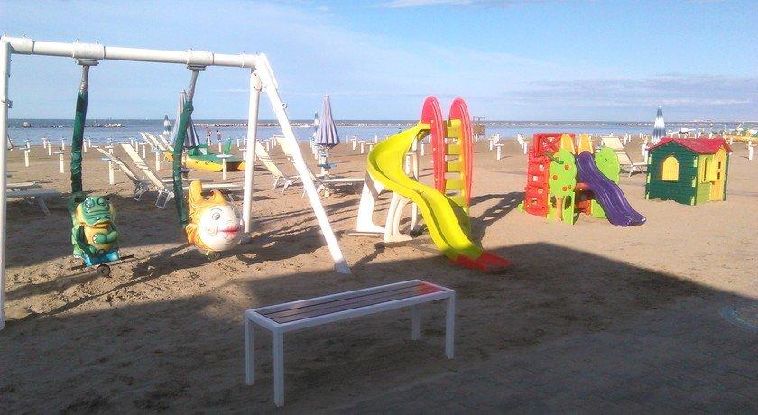 Spiaggia bagno egisto 38 villaggi turistici zampa vacanza - Bagno 38 rimini ...